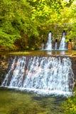 Kunstmatige waterkering op een rivier royalty-vrije stock foto's