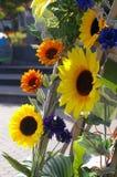 Kunstmatige zonnebloemen in zonnig in openlucht Royalty-vrije Stock Afbeeldingen
