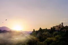 Kunstmorgen auf alter Stadt von Provence stockbild