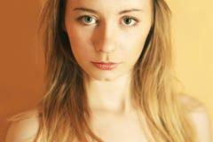 Kunstporträt des schönen jungen Mädchens Stockfotos
