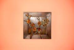 Kunstschaffung vom Metall auf der Wand stockbilder