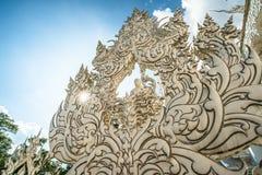 Kunstskulptur durch nationalen Künstler im weißen Tempel Thailand Lizenzfreies Stockfoto