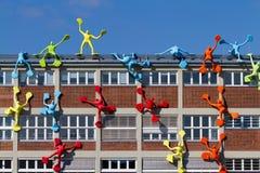 Kunstskulpturen auf Gebäude Stockbild