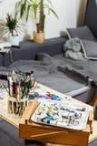 Kunststudio met borstels, verven Royalty-vrije Stock Foto