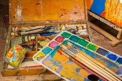 Kunstversorgungen und Malereikunstbürsten Stockbild
