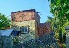 Kunstvoll gemalter Wohnsitz Stockbild
