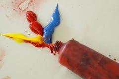 Kunstwasserfarbbildungskinderspiel-Spaßkonzept Stockfoto