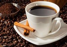 Kupa av kaffe med bönor Royaltyfri Bild
