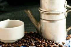 Kupa av kaffe med bönor Fotografering för Bildbyråer