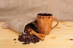 Kupa av kaffe och kaffebönor Royaltyfria Foton