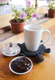 kupa av mjölkar med choklad Arkivbilder