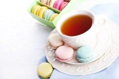 Kupa av tea med macarons Royaltyfri Fotografi