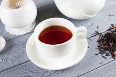 Kupa av tea med teapoten Top beskådar Arkivfoto