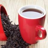 Kupa av tea och torr svart tea Royaltyfria Bilder