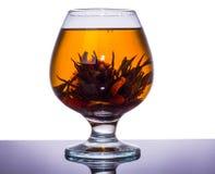 Kinesisk tea kuper med reflexion Fotografering för Bildbyråer