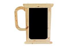 Kupa gjort från trä som används för, skriver menyn eller annonserar isolerat på arkivbild