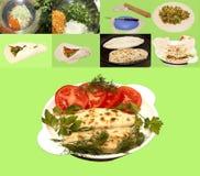 Kupaty a fait frire la pâtisserie bourrée aux oignons, persil, coriandre d'aneth Images stock