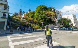 Kupczy egzekwowanie agenta w światowej sławnej lombard ulicie fotografia royalty free