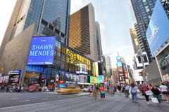 Kupczy w Manhattan i ludzie na ulicie, NYC Obraz Stock