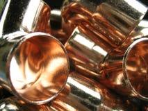 Kupferne Schlauchwinkelstücke Stockfoto