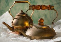 Kupferne Teekanne mit Staub und Patina Lizenzfreie Stockbilder