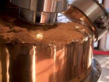 Kupferner Destillierkolben noch stockfoto