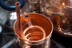 Kupfernes Zubehör für Destillation Lizenzfreies Stockfoto