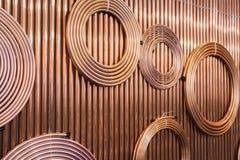 Kupferrohre und Rohre für Bau und Installationsarbeiten lizenzfreies stockbild