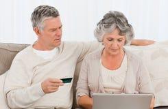 kupienia internetów seniory coś Zdjęcie Royalty Free