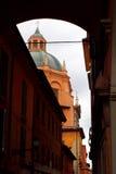 Kupol av basilicaen i bolognaen, Italien Royaltyfri Foto