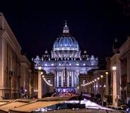 Kupol av Basilika di San Pietro på natten Arkivfoton