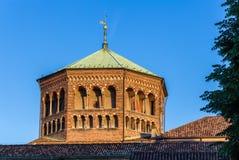 Kupol av Basilika di Sant'Ambrogio i Milan Royaltyfri Bild
