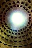 Kupol av de forntida roman gudarna för tempel allra - panteon arkivfoton