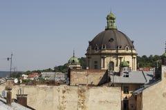 Kupol av den dominikanska domkyrkan i Lviv Royaltyfria Bilder