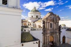 Kupol av den LaCompania kyrkan i Quito södra Ecuador Royaltyfria Bilder