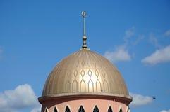 Kupol av den nya moskén av Masjid Jamek Jamiul Ehsan a K en Masjid Setapak Royaltyfri Bild