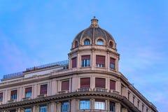 Kupol av ett elegant, historisk byggnad i Genua, Italien Royaltyfri Foto