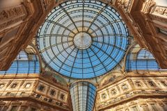 Kupol av gallerit Vittorio Emmanuele i Milan Arkivbild