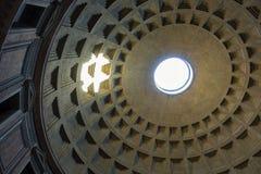 Kupol av panteon - förbluffa Rome, Italien arkivbild