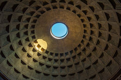 Kupol av panteon, Rome, Italien Royaltyfri Bild