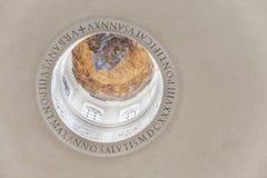 Kupol av templet av Romulus Insida beskådar roman fora italy Arkivbilder