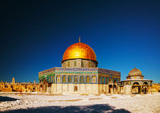 Kupol av vaggamoskén i Jerusalem arkivfoto