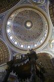 Kupol i Sts Peter basilika Arkivbilder