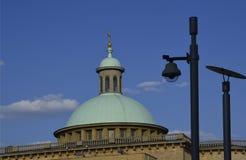 Kupol och CCTV. Royaltyfri Bild