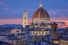 Kupol- och klockatorn av domkyrkan Santa Maria del Fiore i Floren Royaltyfria Bilder