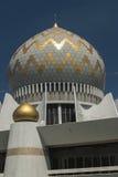 Kupol och minaret av Sabah State Mosque i Kota Kinabalu Arkivbild