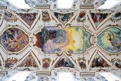 Kupol och tak av den kyrkliga Lachiesaen del Gesu eller casaen Professa Arkivfoton