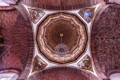 Kupol San Miguel de Allende Mexico för nunnor för obefläckad befruktning för kloster royaltyfri bild