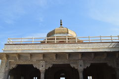 Kupol uppe på paviljong på det Agra fortet Royaltyfri Foto