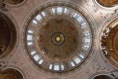 Kupolen av Berlin Cathedral på museumön Domkyrkan är inklusive i UNESCOvärldsarv Arkivbilder